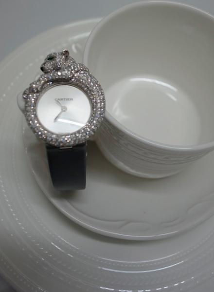 據聞Panthere de Cartier經常賣斷市,由於每次貨源也不多,故此今次能借到這個超受歡迎的腕錶拍攝實在難得。