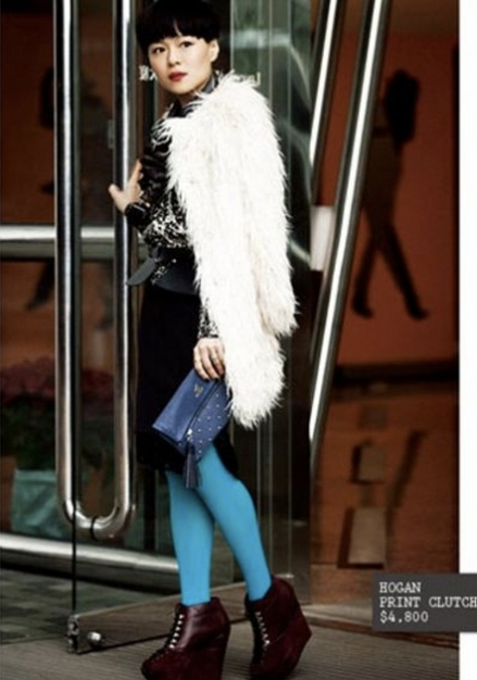 Mi-tu coat; N'21 top & skirt; Ports1961 necklace; Hogan Print Clutch; 雲裳stockings & Yves Saint Laurent ankle boots