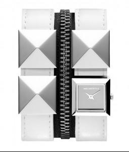 Karl Zip拉鏈拼皮帶腕錶備有黑、白兩種顏色,你又喜歡哪一款呢?