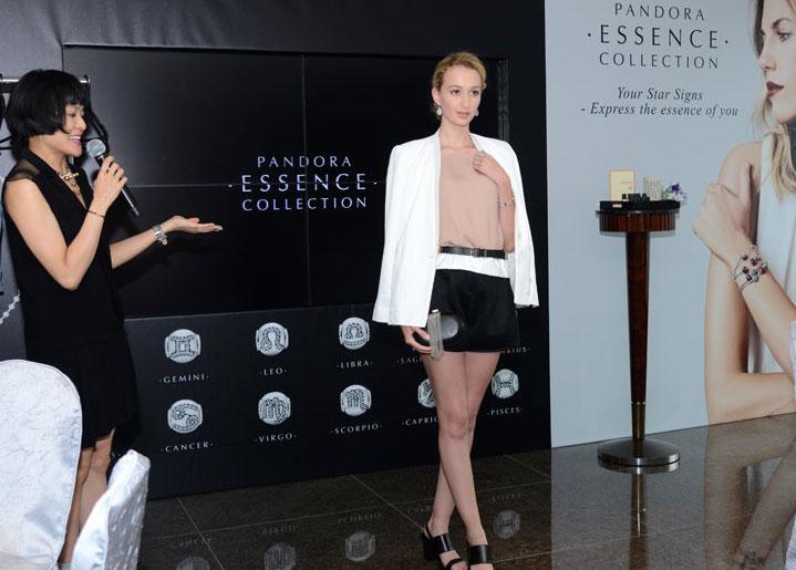 職場上的女生經常要跟合作伙伴開會或見客,怕悶的獅子座亦不能接受每天都以傳統的套裝示人,所以建議大家穿著備有細節的型格白色西裝外套,配襯簡約的上衣和黑色短褲,當然少不了加入一條subtle的黑色belt,為為Modern Classic造型的亮點。