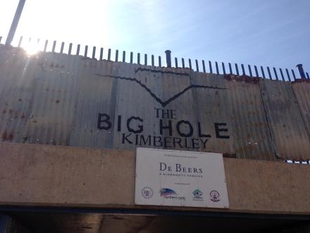 逾150年歷史的The Big Hole於尋鑽熱的起源地Kimberley,雖然現在已經停產,但留下的大洞礦區及博物館便成為遊客景點。