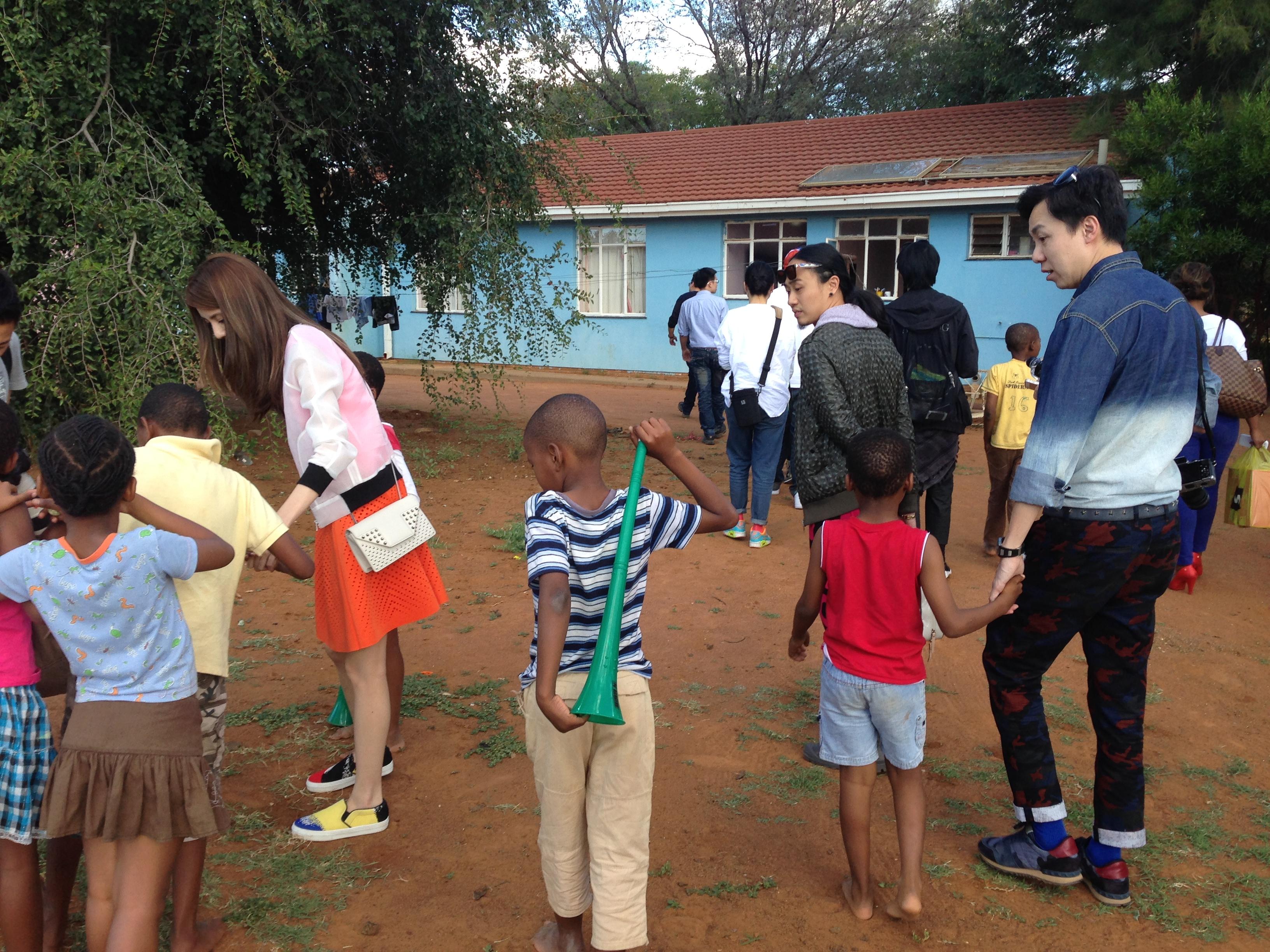 探訪品牌集團贊助的SOS兒童村令我感受良多,快樂其實好簡單,看見小朋友熱情地跟大家拍照和交談,此舉已深深地感動我們每一位。