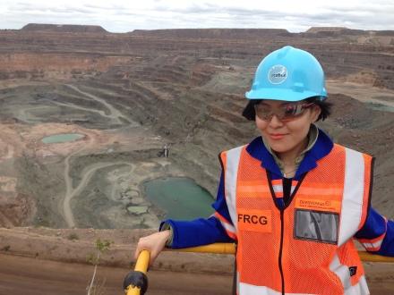 今次其中一個最amazing的行程,就是大會安排我們深入鑽礦場禁區範圍,參觀全球產量最豐富的鑽礦Orapa Mine。