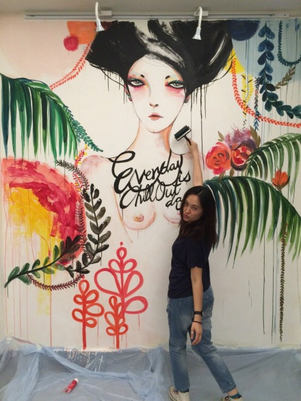 Joe連日來在「走馬燈」為畫展作準備,她更首次以油牆繪出她signature的性感人像,我亦急不及待要入場觀賞。
